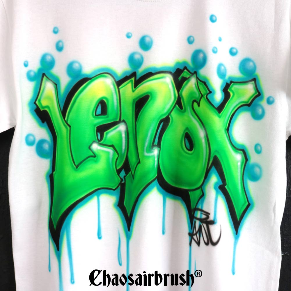 Graffiti Namen mit handgemaltem Hip Hop T-Shirt